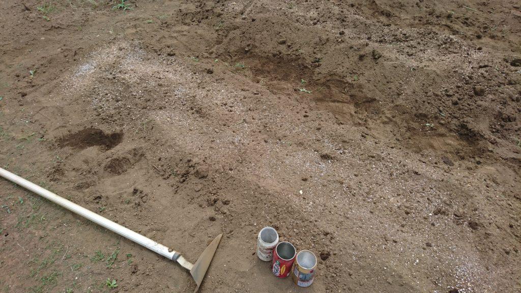 有機肥料や苦土石灰は分量を間違えないように