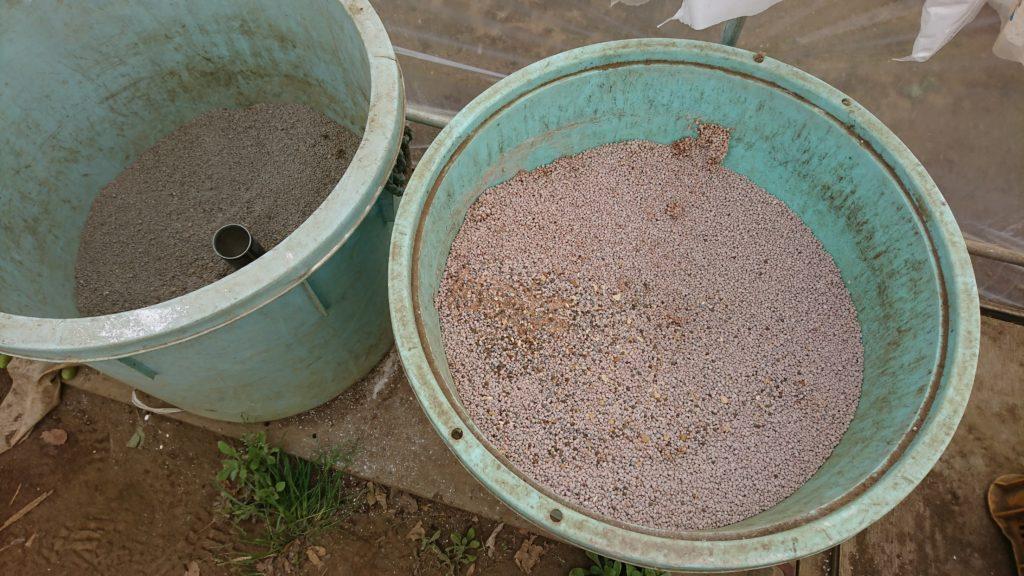 化成肥料と苦土石灰も用意されています